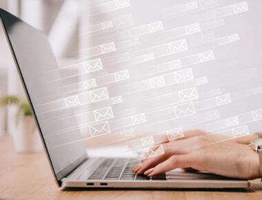 """50 lat historii e-maila – od wiadomości """"QWERTYUIOP"""" do głównego narzędzia cyberprzestępców"""
